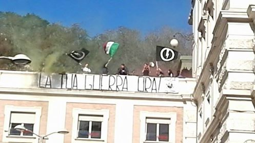 """""""La tua guerra ora!"""": Flash mob del Blocco Studentesco alla stazione di Mergellina"""