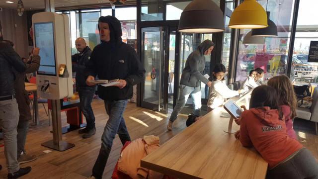 Blocco Studentesco: blitz a Fuorigrotta contro l'accordo MIUR-McDonald's