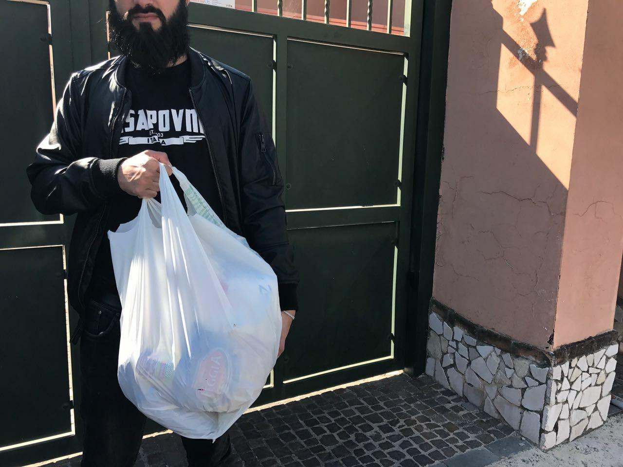 Cpi donazione alimentare a famiglia a Ercolano